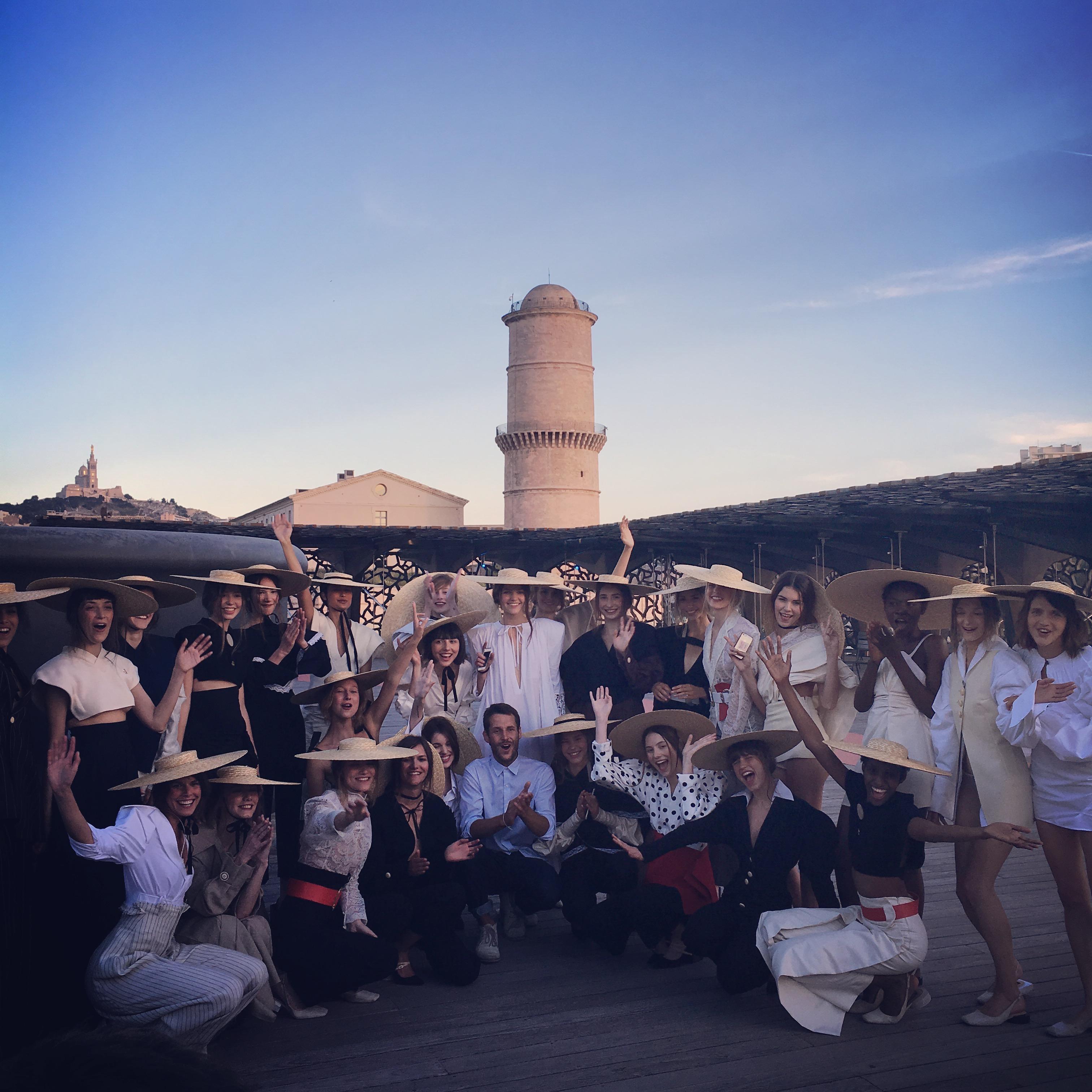 """Backstage - Défile Jacquemus coiffé par Végétalement Provence """"Marseille je t'aime""""/""""Les Santons de Provence"""" Eté 2017"""