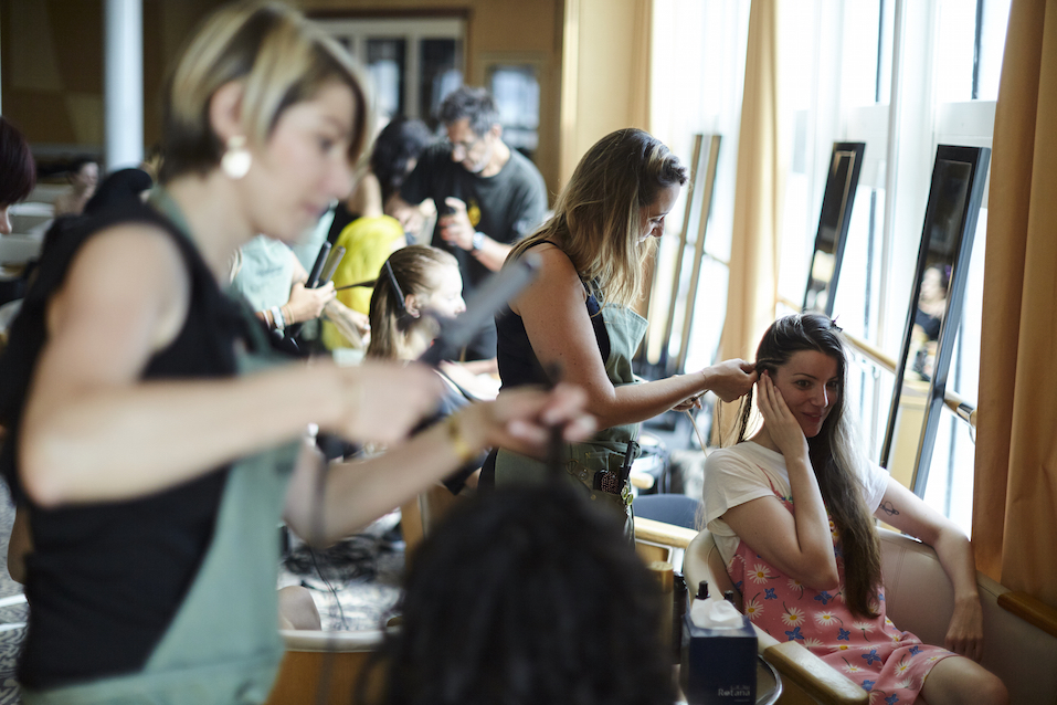 Backstage Végétalement Provence coiffe le défilé mode évènement KOCHE x OpenmyMed 2018 en collaboration avec la Maison Mode Méditerranée - Photo Baptiste Le Quiniou